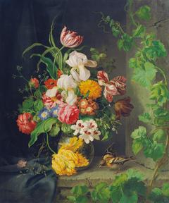 Blumenstillleben mit Stieglitz und Weinranke