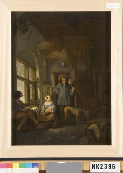 Interieur met twee mannen en een vrouw met een baby