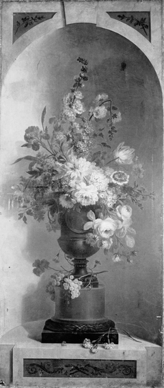 Wall decoration with flower vase