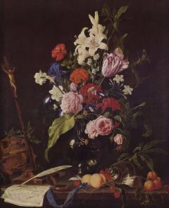 Blumenstilleben mit Totenkopf und Kruzifix
