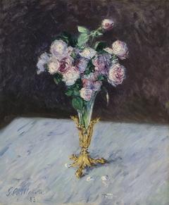 Bouquet de roses dans un vase de cristal