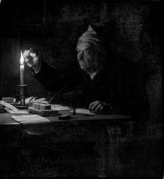 En gammel mand ifærd med at forsegle et brev