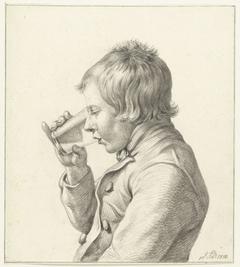 Jongen, drinkend uit een glas