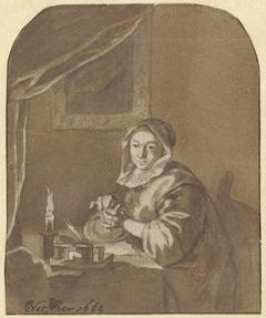Dame aan tafel zittend