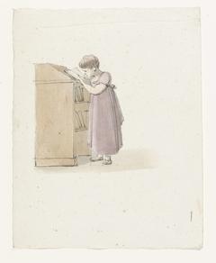 Lezend meisje bij een kast